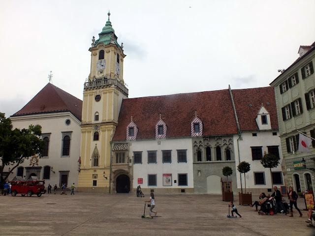 plaza del ayuntamiento en Bratislava