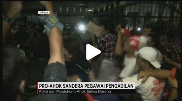 Demo Pendukung Ahok Anarkis