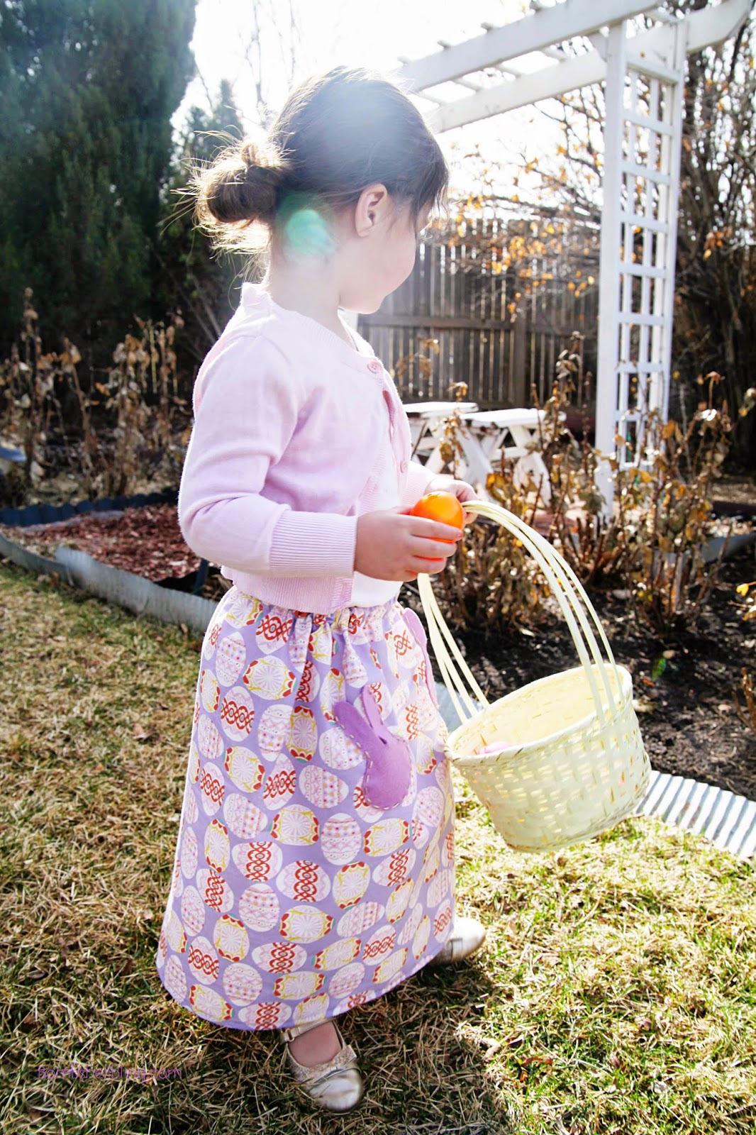 Make your little lady an Easter maxi skirt (or knee length skirt) with this simple sewing tutorial. I love the bunny pockets!