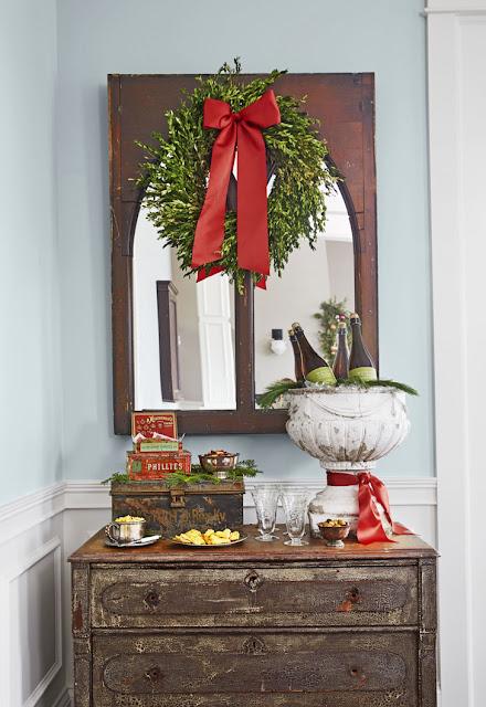 Рождественский ретро-интерьер в красно-зеленой гамме