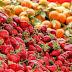 Aκατάλληλες φράουλες και πορτοκάλια σε αγορά του Πειραιά