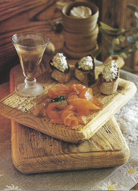 Côte Est Dec-Fev 2001-2002 smoked salmon and cream cheese/chive tartines as seen on linenandlavender.net
