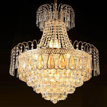 Làm mới không gian phòng khách với những mẫu đèn chùm pha lê trang trí