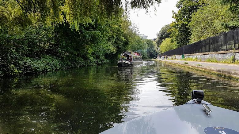 運河上船隻需要靠右邊行駛