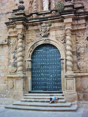 iglesia ,San Bartolomé, plaza ,Beceite ,Beseit, puerta verde