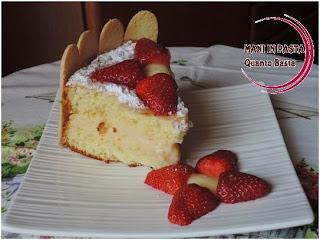Torta con crema e fragole
