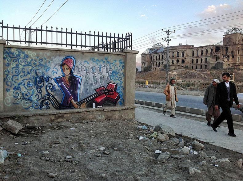 Artista urbana es la primera mujer en Afganistán que propaga belleza y feminismo