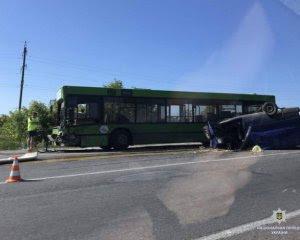 Автобус із пасажирами потрапив у смертельну аварію