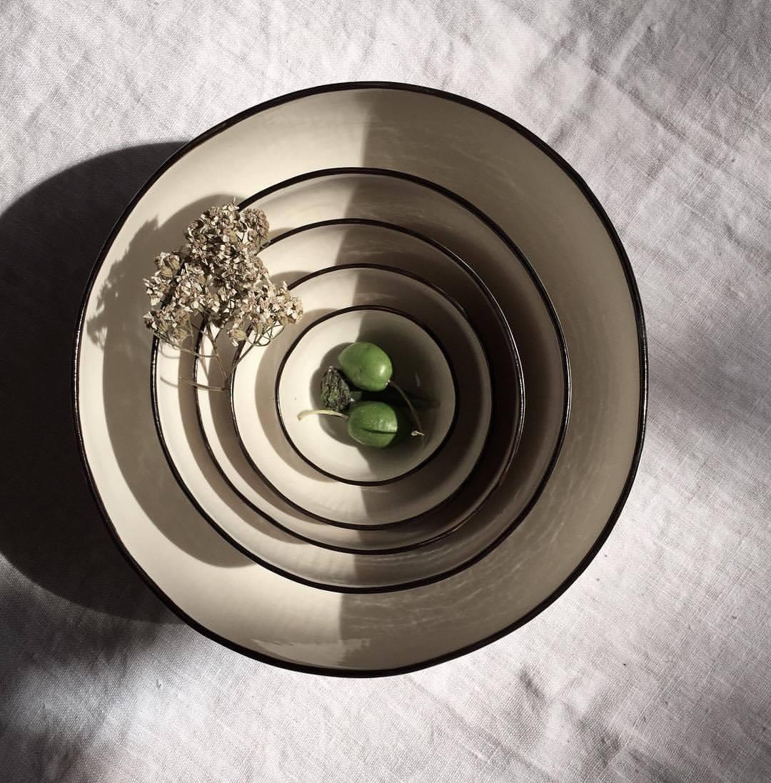 colours in ENW ceramics.  ligne noire. ilariafatone.com