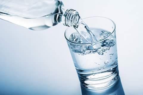 Warna Air Mineral: Bening atau Putih?