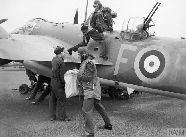 Crew of a Blenheim IV of No 88 (Hong Kong) Squadron,16 August 1941 worldwartwo.filminspector.com
