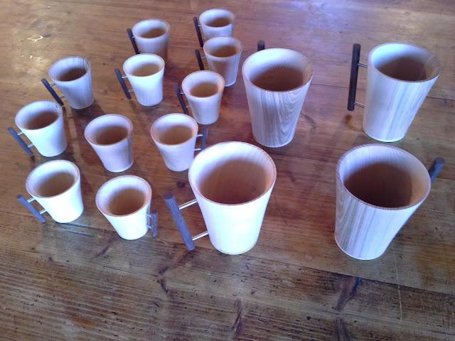 """Meugs et tasses à café en frêne à l'atelier """"Au tour d'une Ronce"""" dans les hautes-alpes tourneur sur bois TAXIL Floran"""