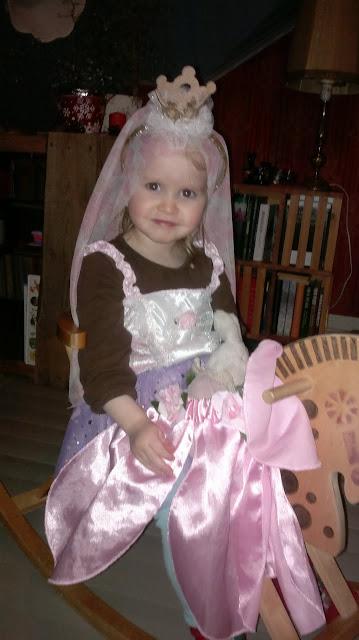 prinsessa keinuhevonen naamiaispuku