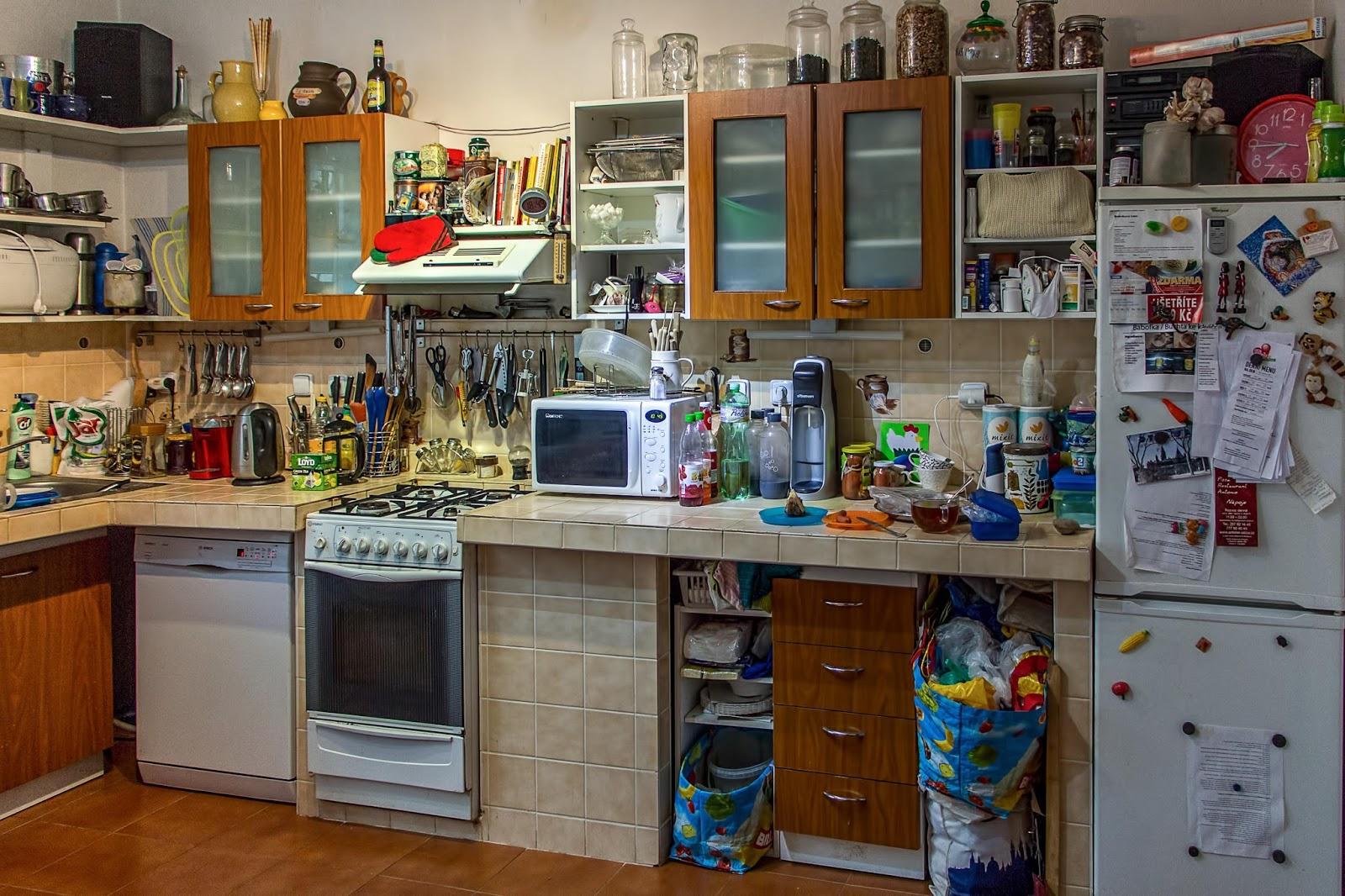Bila Dapur Anda Sempit Hindari Peletn Atau Pengumn Alat Masak Yang Besar Dan Jarang Digunakan Karena Berpotensi Membuat Ruangan Terasa Penuh