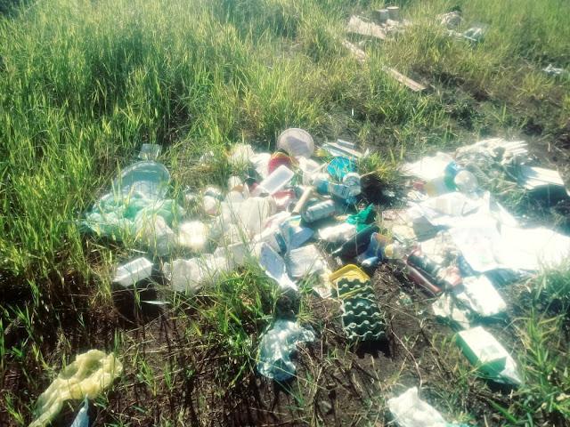 Revoltante-Moradores continuam jogando lixo nos terrenos baldios em Mauá da Serra