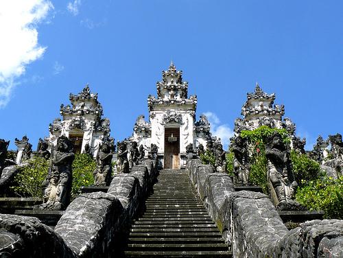 Pura ini terletak di puncak Bukit Bisbis atau Gunung Lempuyang 05de56713d