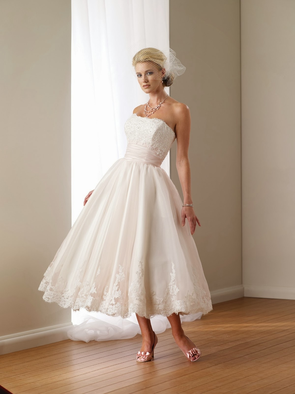 What Brides to Be Should Know About Choosing a Stylish Summer Wedding Dress
