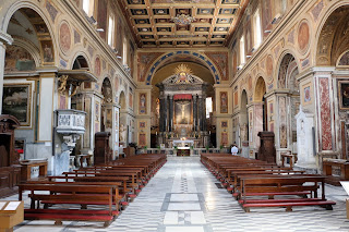 The Basilica of San Lorenzo in Lucina can be found  a short distance from the Palazzo Montecitorio