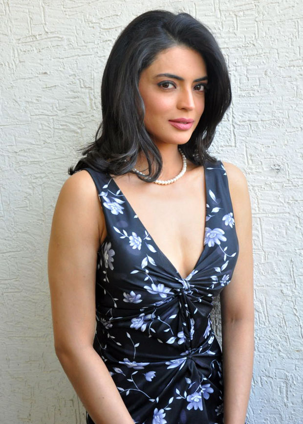 Shweta Bhardwaj Photoshoot In Businessman Movie Press Meet ...