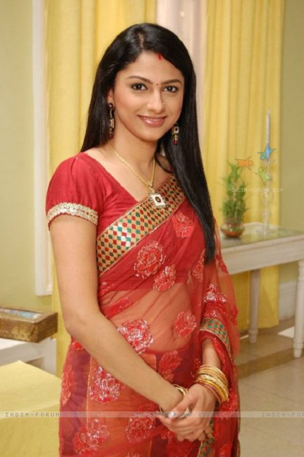 Indian serial actress tejaswi prakash showing creamy navel - 3 1