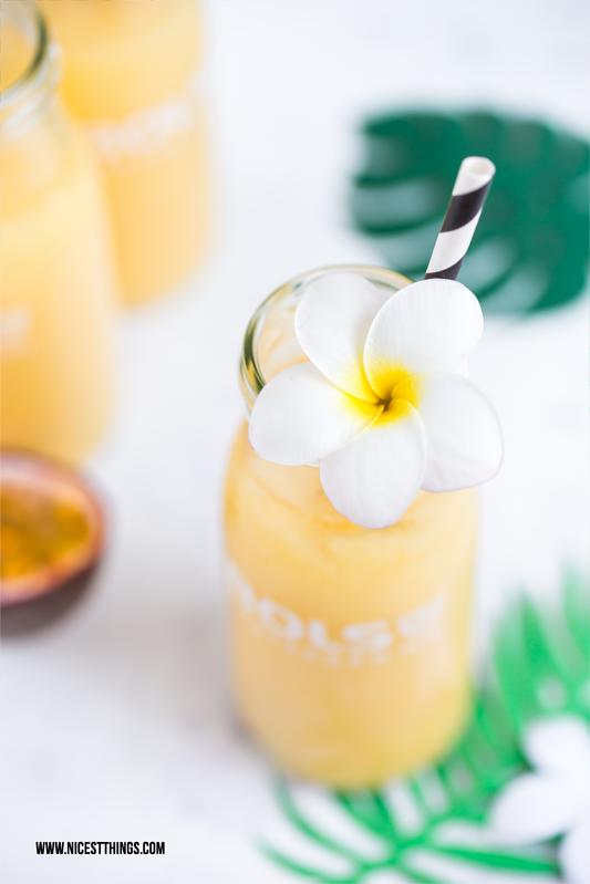 Drink Cocktail mit Frangipani Bluete