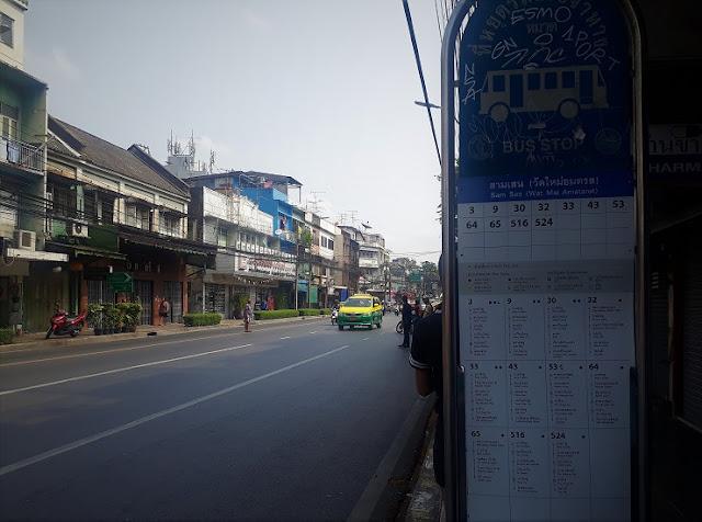 Halte publik bus di Bangkok