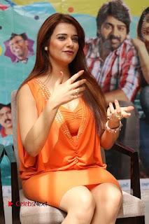 Actress Saloni Aswani Pos in Short Dress at Meelo Evaru Koteeswarudu Movie Interview  0154.JPG