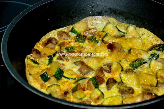 Tortilla de calabacín y champiñones