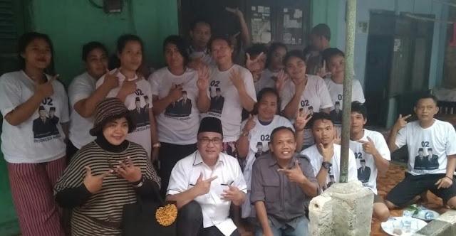 Caleg DPR RI Irwan Ardi Hasman bersama Caleg DPRD Kota Bogor nomor urut 9 Bivi Edward P saat menyambagi warga.