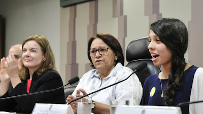 Ana Julia Ribeiro no Senado - Blog do Asno