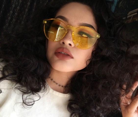 f1ea41f9cf5a2 TENDÊNCIA  Óculos de sol com lente transparente e colorida - Natalia ...