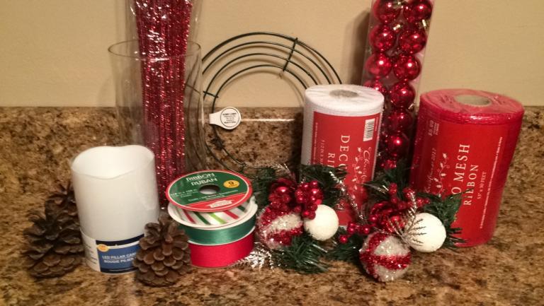 Aprende c mo hacer centros de mesa navide os con mallas - Como hacer un centro de mesa navideno con pinas ...
