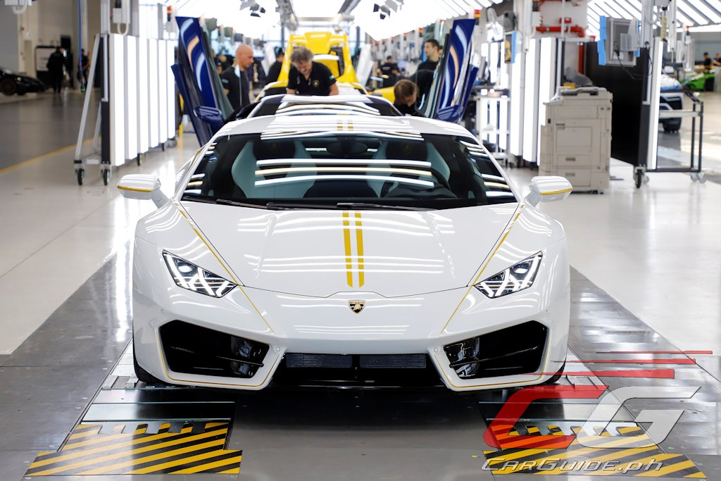 The One Off Huracán Reflects The Flag Of Vatican City. The Wedgy Coupe Was  Realized By Lamborghiniu0027s Customization Division, U201cAd Personam.