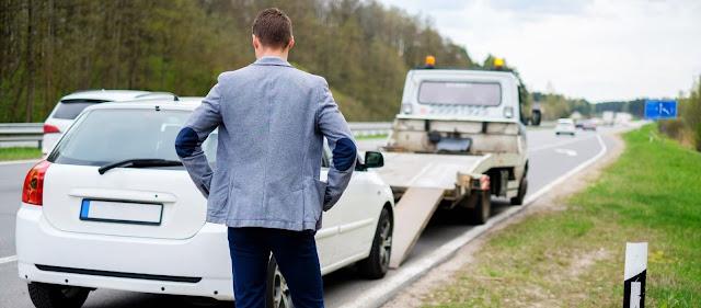 panne de voiture sur la route des vacances