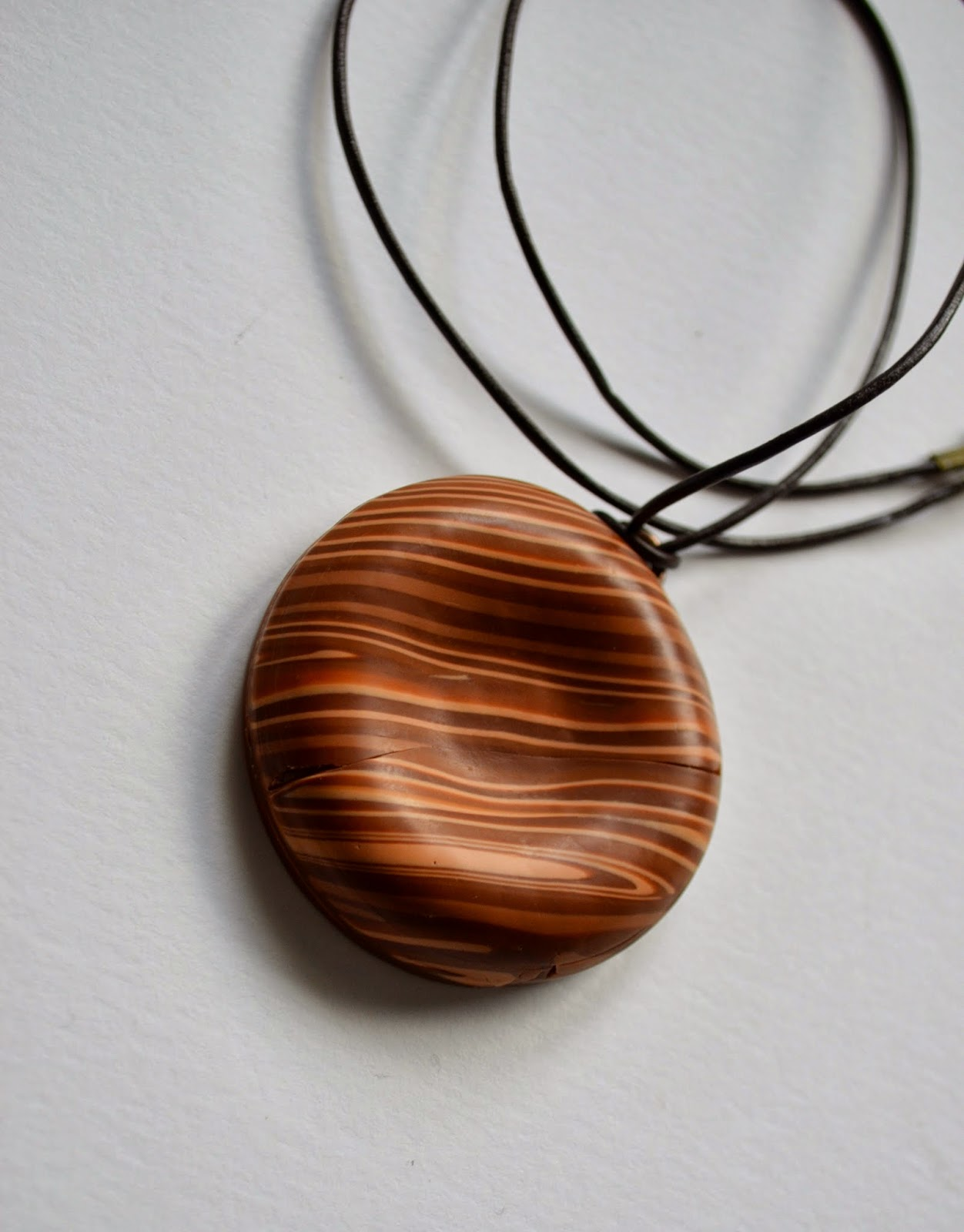 http://www.elrincondefrifri.com/2014/02/como-imitar-madera-con-arcilla.html