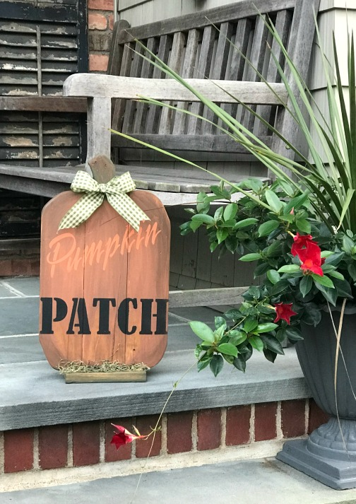 pallet pumpkin sign with a pumpkin patch stencil