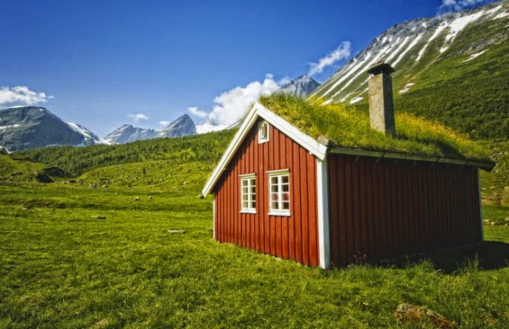 4. Mountains in Norway - Top 10 Houses in the Middle of Nowhere