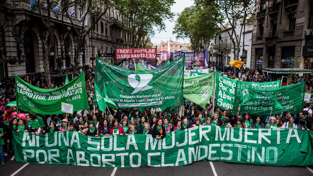 #AbortoLegalYa: 'Tuitazo' y 'pañuelazo' en Argentina para pedir la despenalización del aborto