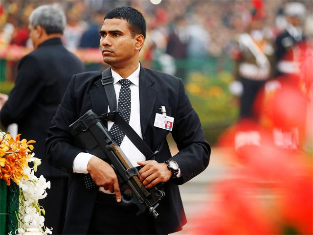 WeaponoTech : India's Fire Power : FN P90 Submachine Gun