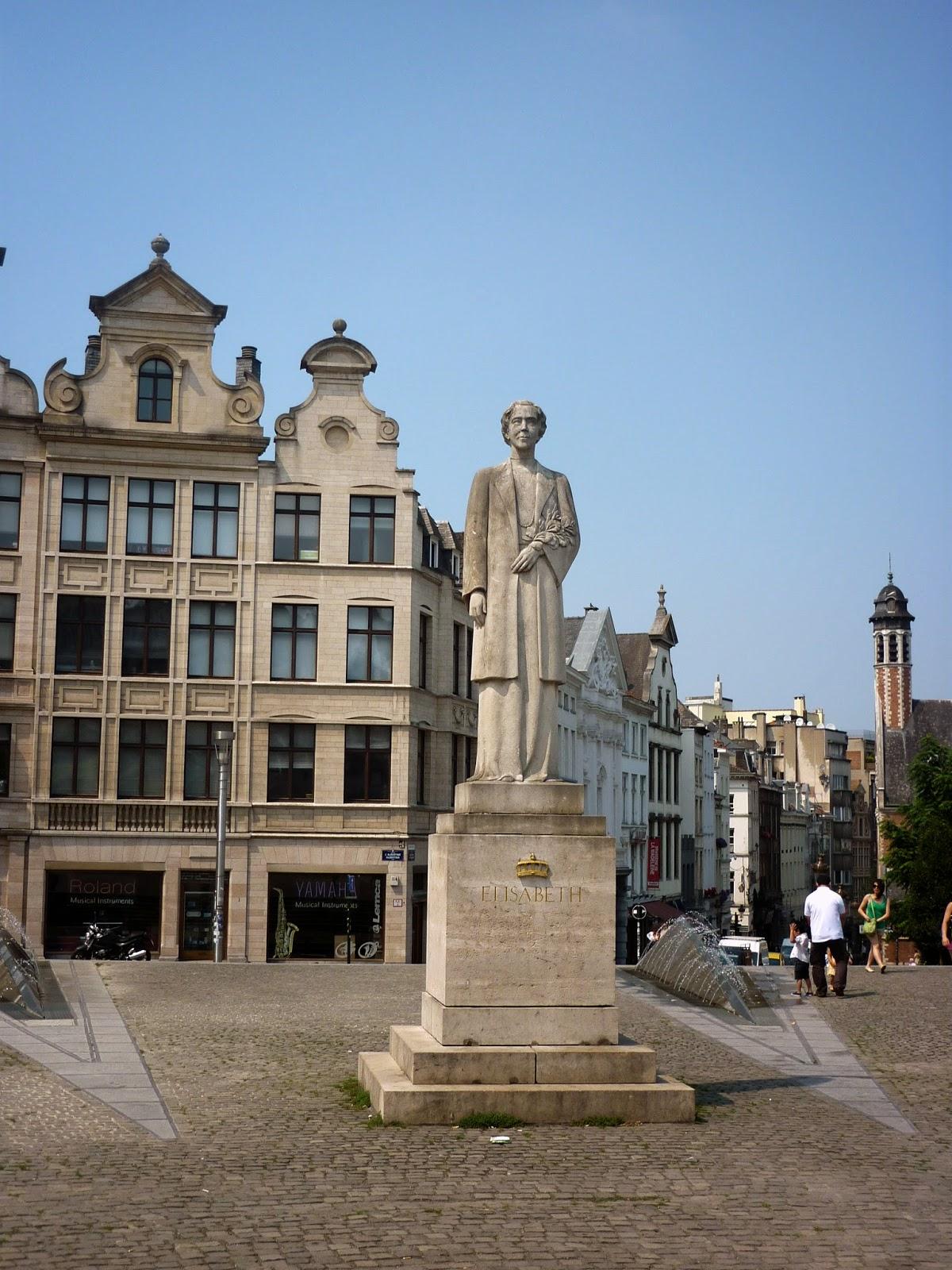 Queen Elisabeth Statue by Igor L.