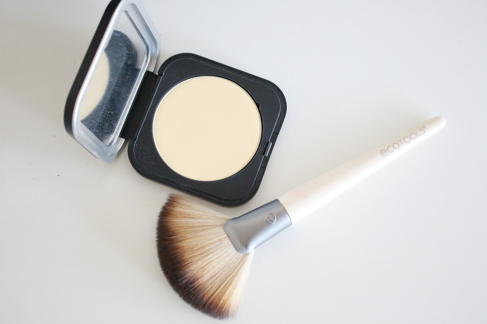 Ecotools Define and Highlight Duo,Make Up For Ever Microfinishing Pressed Powder