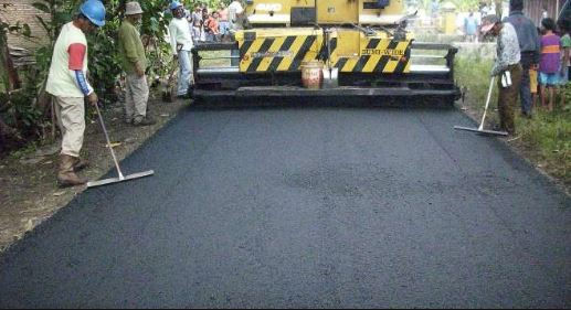 Ujicoba pembangunan jalan aspal dengan limbah plastik 2017 di Universitas Udayana Bali Kementrian PUPR