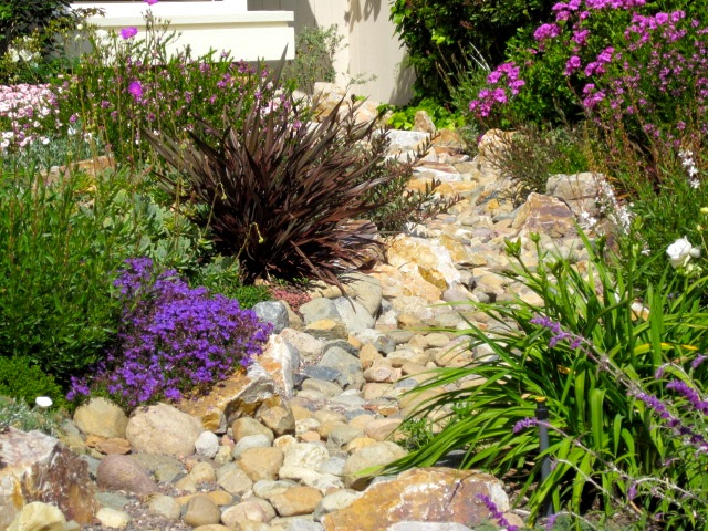 Designs for small gardens without grass home 4 garden - Backyard ideas without grass ...