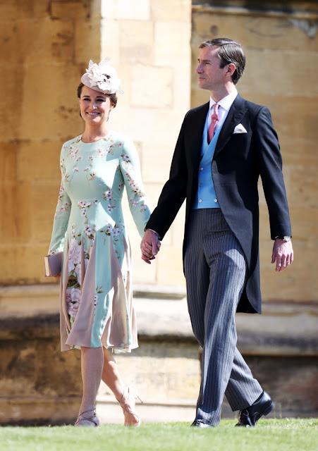 Pipa en une robe florale courte à manche longue pour mariage du prince Henry et Meghan