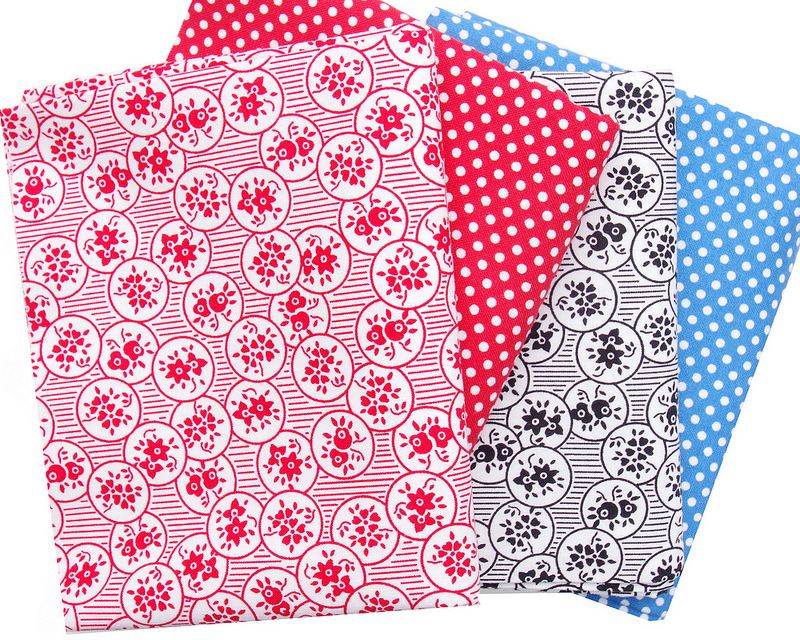 A Mixed Bundle  ~ Stash Basics and Floral Prints | © Red Pepper Quilts 2018 #redpepperquilts #sundaystash #fabricstash