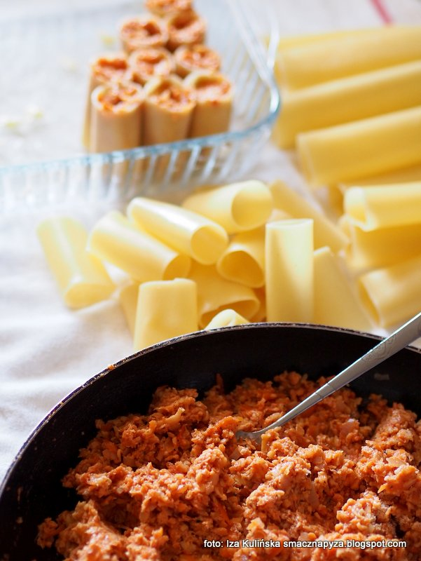 makaron rurki, cannelloni, farsz grzybowy, z makaronu, zapiekanka makaronowa, danie zapiekane, makaron z grzybami, rury nadziewane