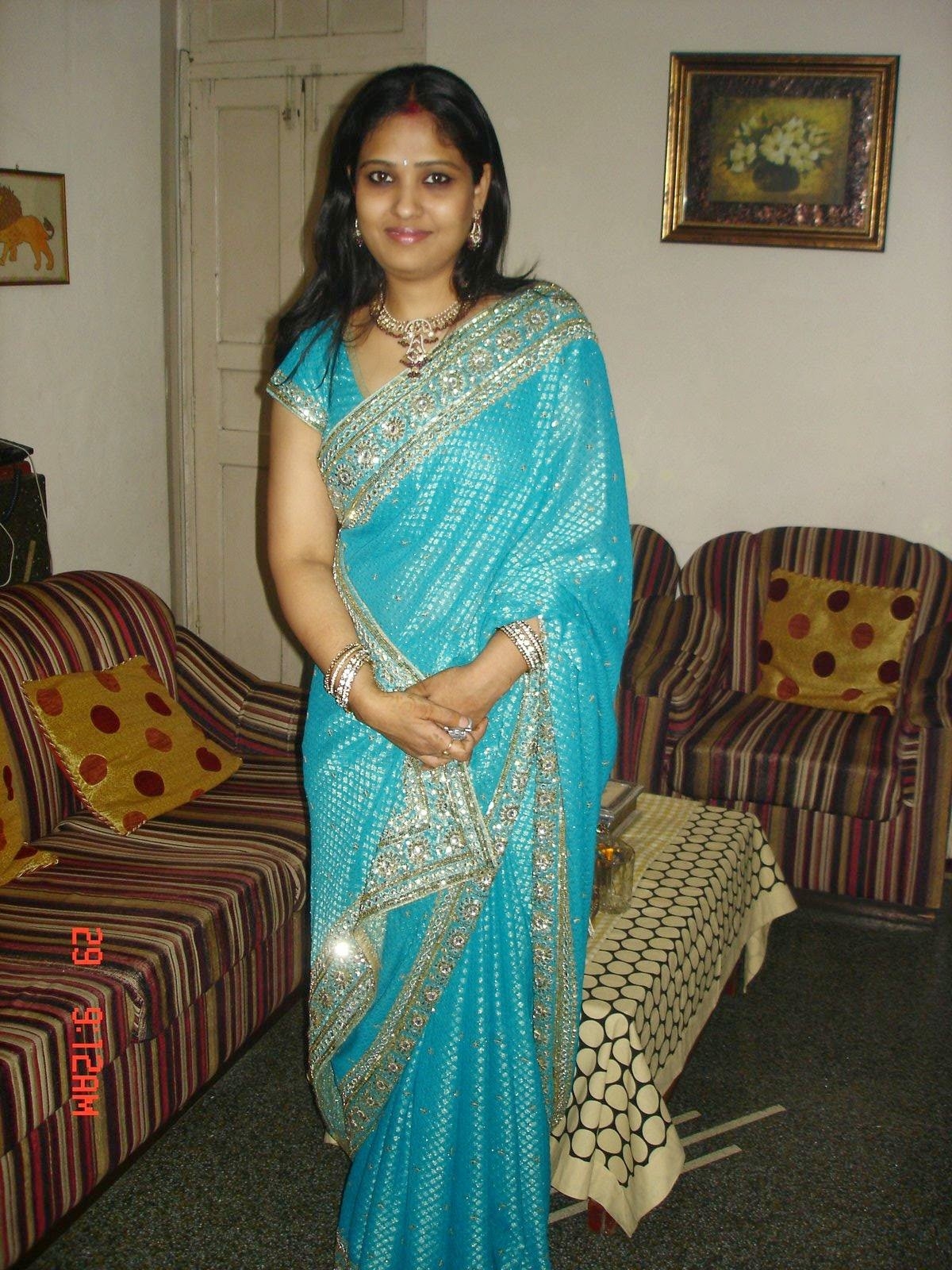 Indian Local Aunties In Saree Hot Photos - Beautiful Desi -3777