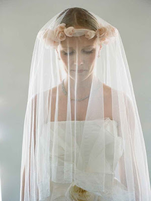 K'Mich Weddings - wedding planning - veil with flowers - white veil