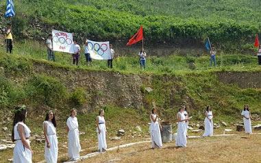 Αναπαράσταση των ολυμπιακών αγώνων από μαθητές στο αρχαίο θέατρο Φοινίκης...