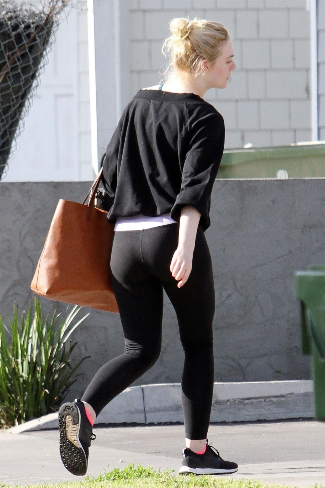 Elle Fanning Booty in Tights 2018